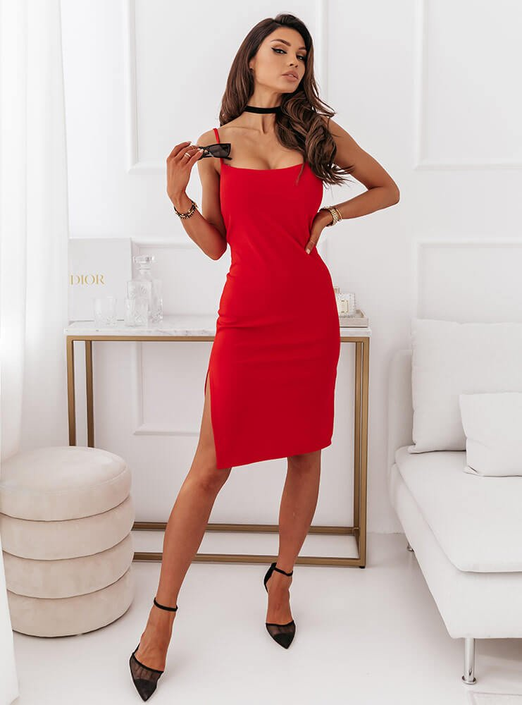Malinowa dopasowana sukienka na ramiączkach Lissy