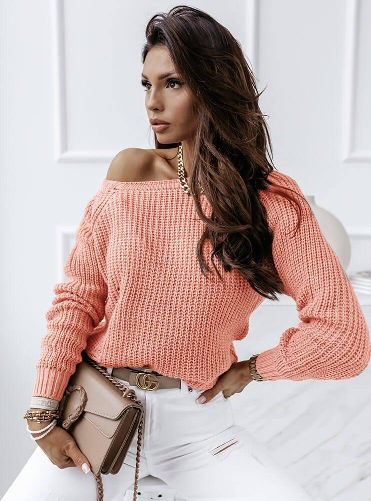 Brzoskwiniowy sweter z przetarciami...