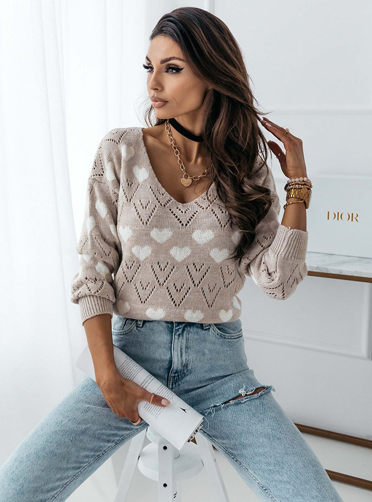 Beżowy wygodny sweter w serduszka Millie