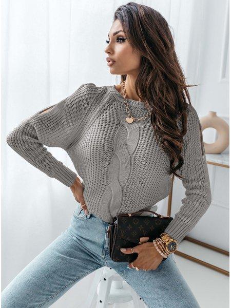 Szary sweter z warkoczowym...