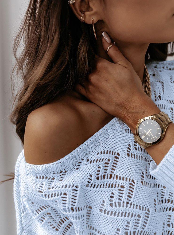 Niebieski sweterek z ażurowym wzorem...