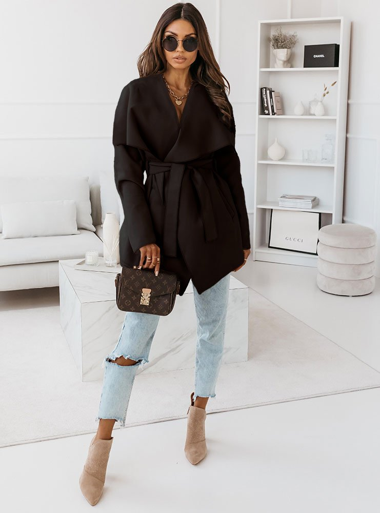 Czarny krótki płaszcz z paskiem Mendi