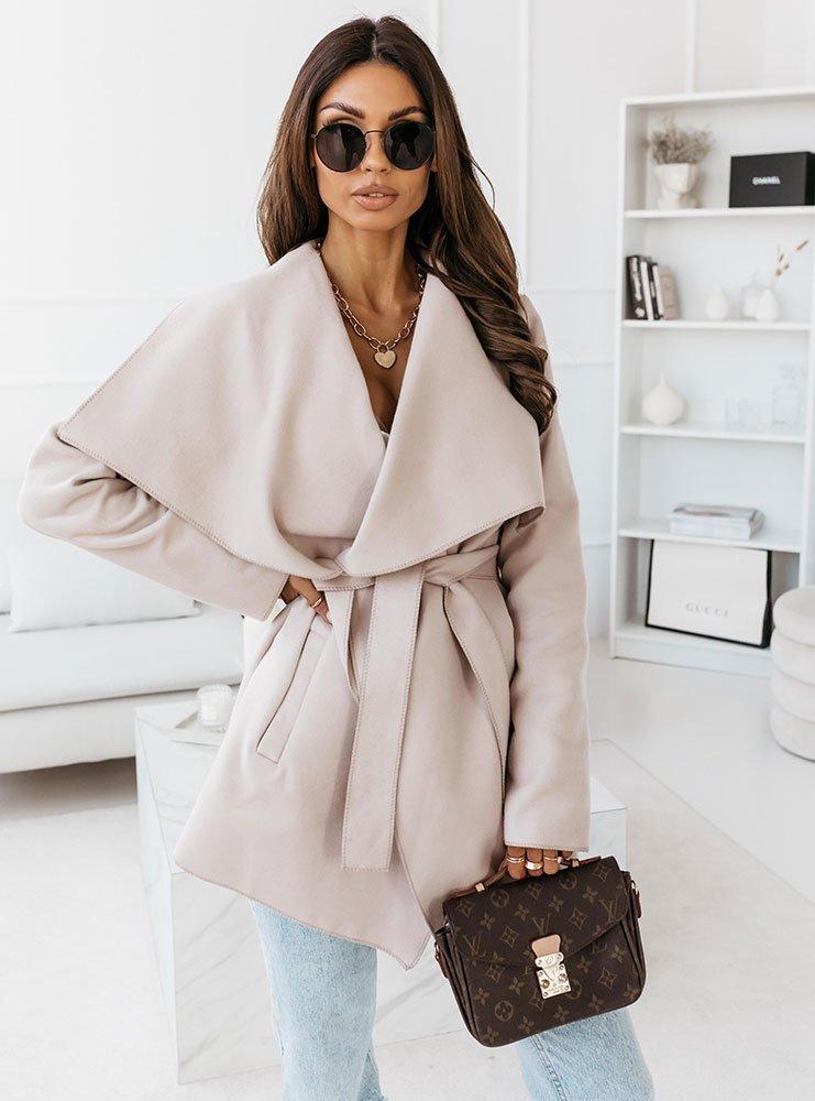 Jasnobeżowy krótki płaszcz z paskiem...