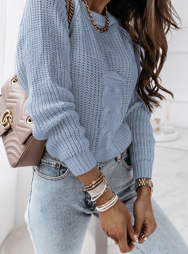 Niebieski sweter z ozdobnym splotem...