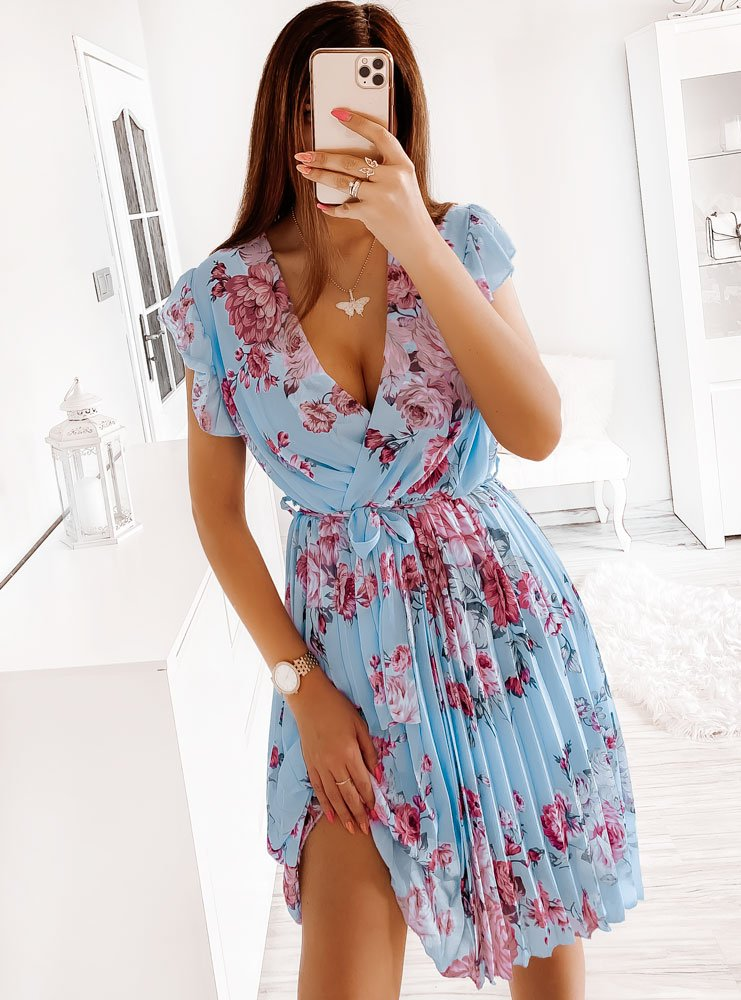 Błękitna kwiecista sukienka z paskiem...