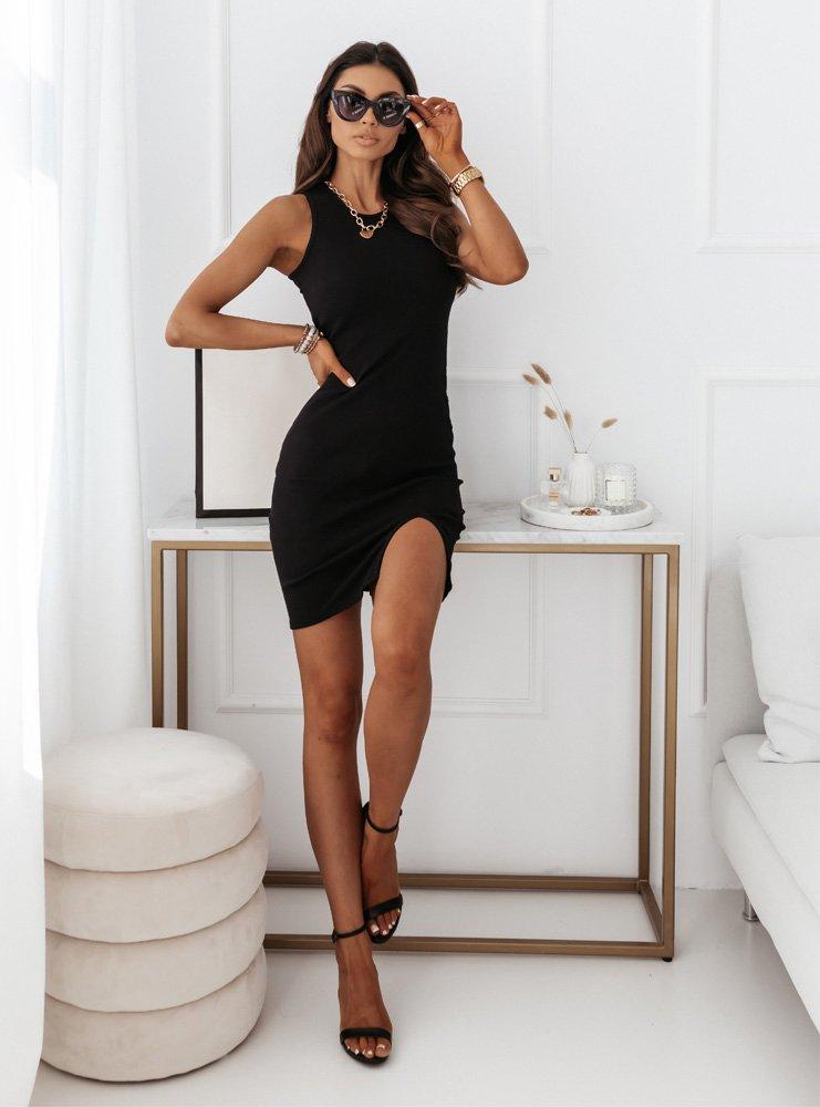 Czarna dopasowana sukienka bez...