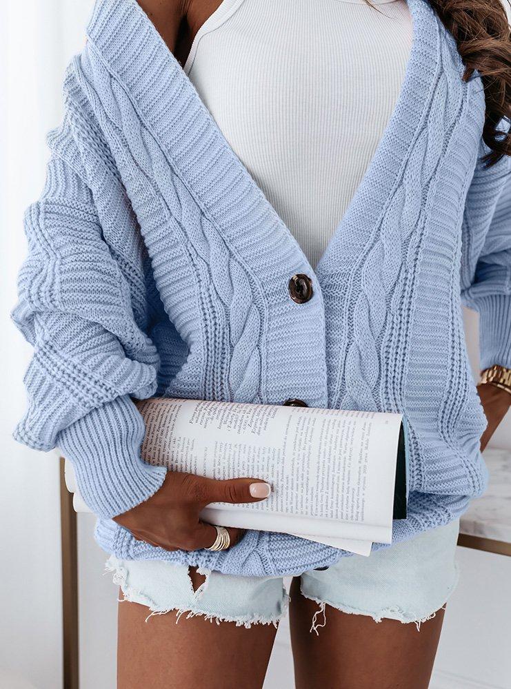Błękitny sweter z ozdobnym splotem i...