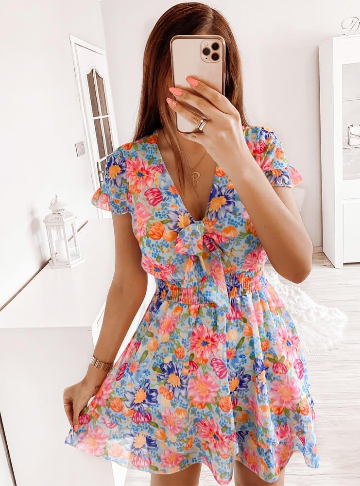 Sukienka w kwiaty z dekoltem w serek...