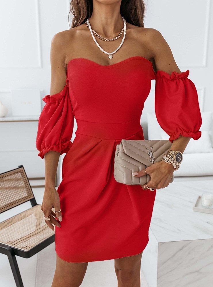 Malinowa sukienka z odkrytymi...
