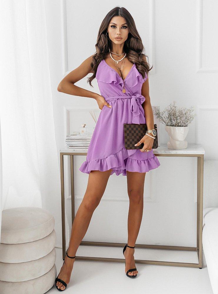 Liliowa sukienka z falbaną przy...