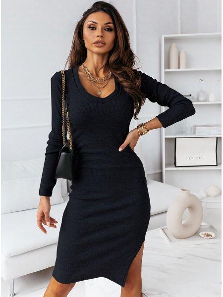 Czarna dopasowana sukienka...