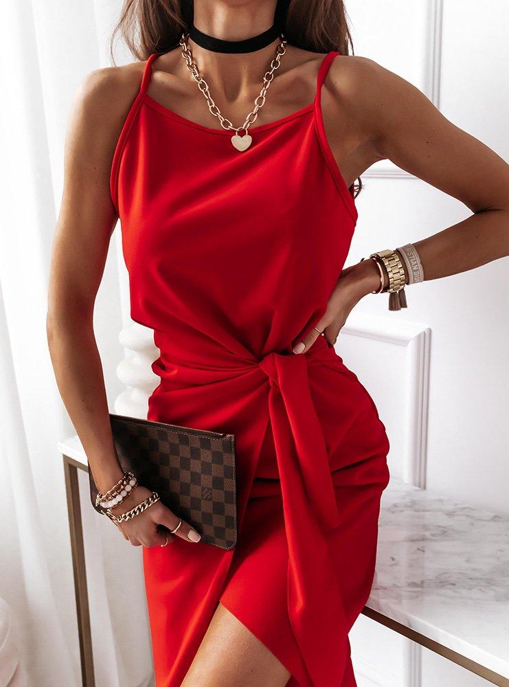 Malinowa sukienka na ramiączkach z paskiem Shelbi