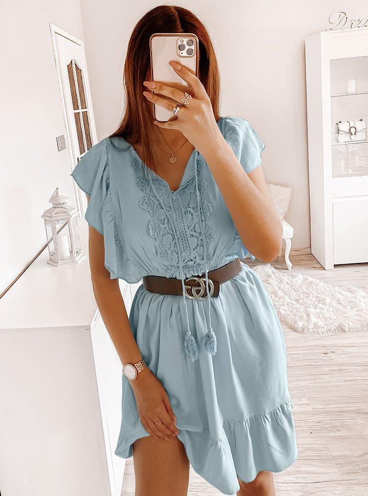 Błękitna sukienka z falbankami przy...