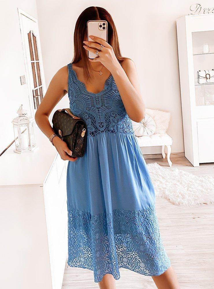 Niebieska sukienka z ażurkiem Ezka