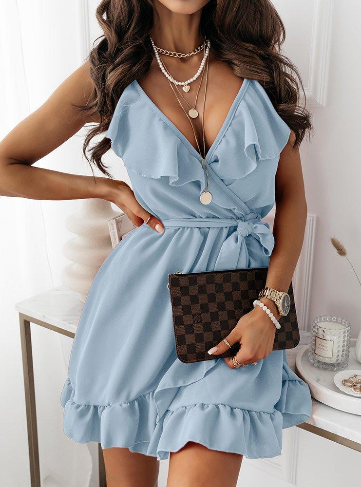 Błękitna sukienka z falbaną przy...