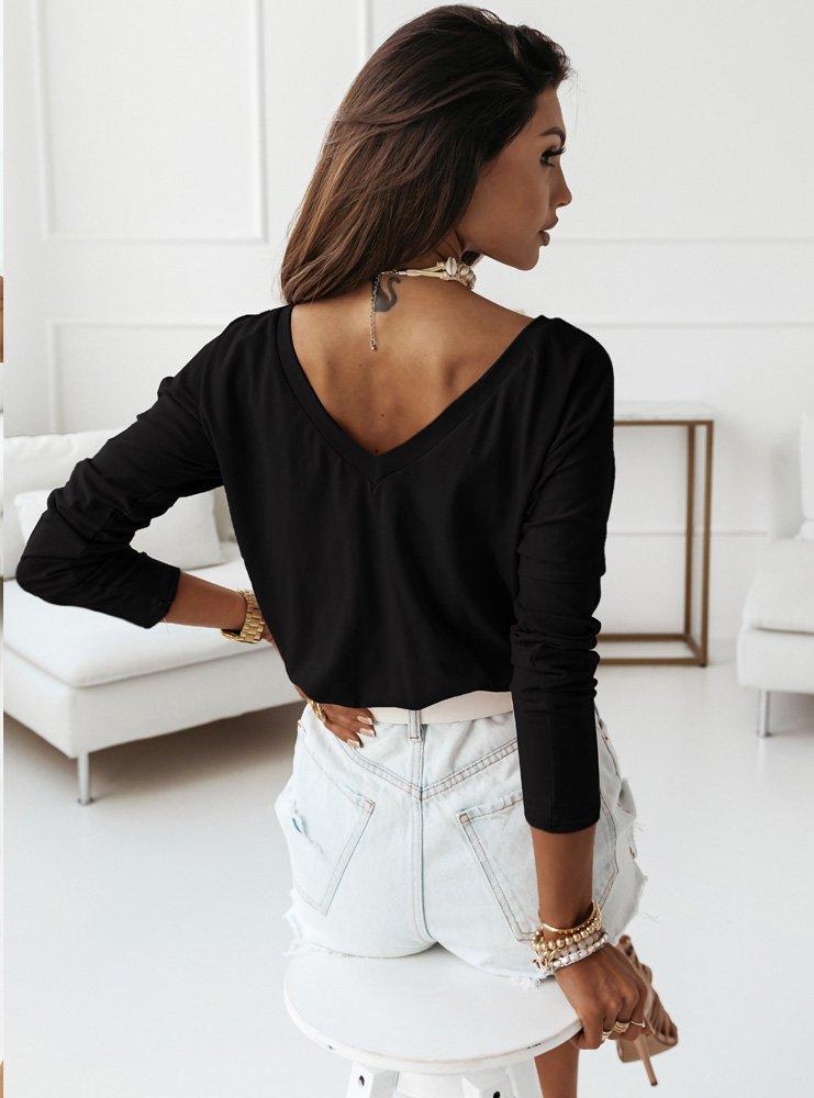 Czarna klasyczna bluzka z dekoltem...