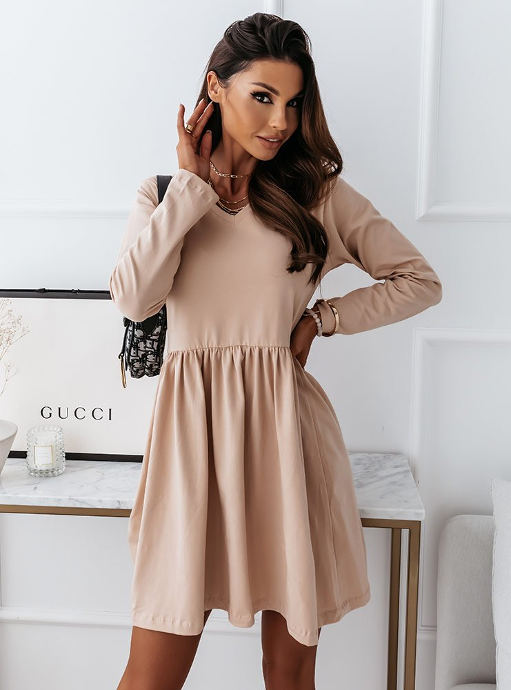 Beżowa sukienka z dekoltem w serek...