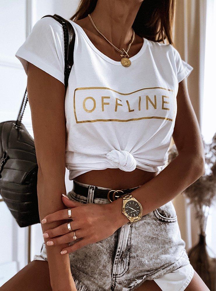 Biała koszulka z modnym nadrukiem...