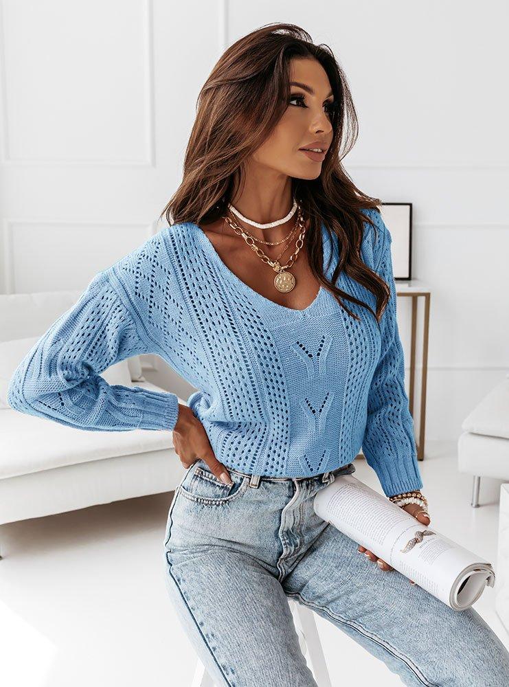 Błękitny ażurkowy sweter z dekoltem w...
