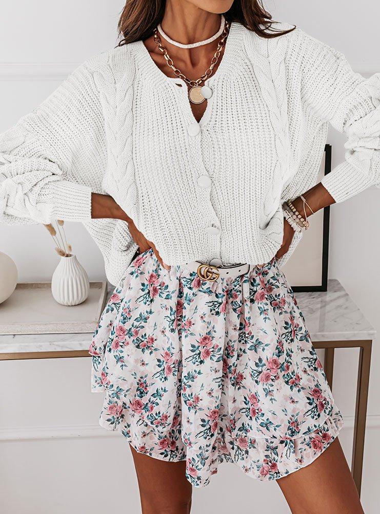 Sweterek z ozdobnymi warkoczami...