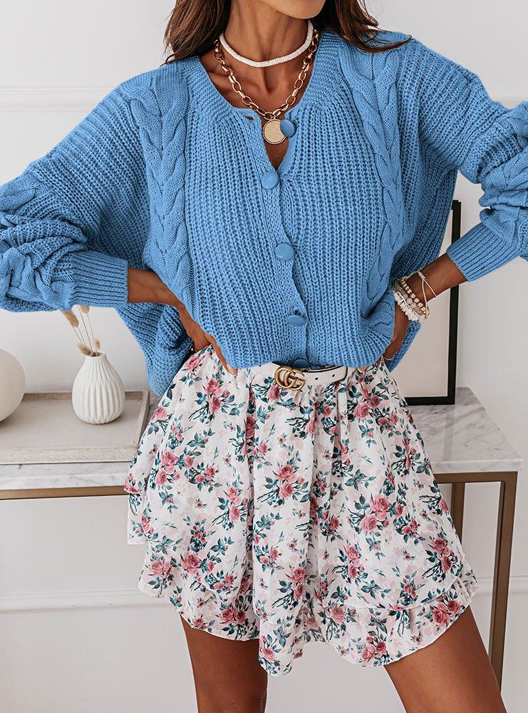 Błękitny sweterek z ozdobnymi...