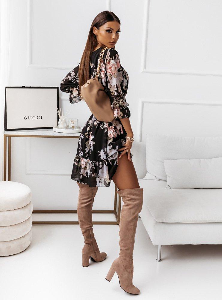 Czarna sukienka w kwiaty z paskiem...
