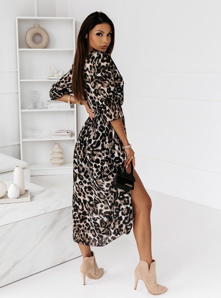 Długa sukienka wzorzysta z dekoltem...