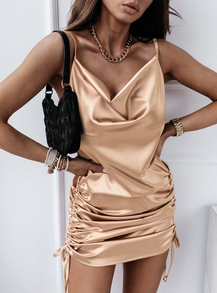 Jasnobeżowa atłasowa sukienka z marszczeniami Ateela