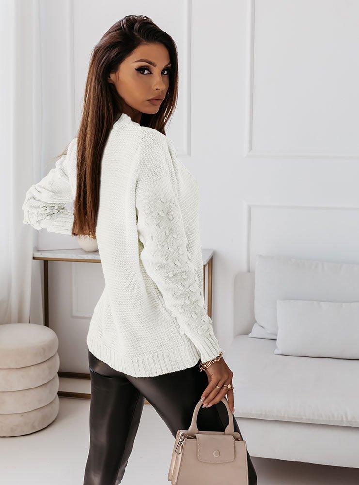 Biały sweter z guzikami i ozdobnymi...