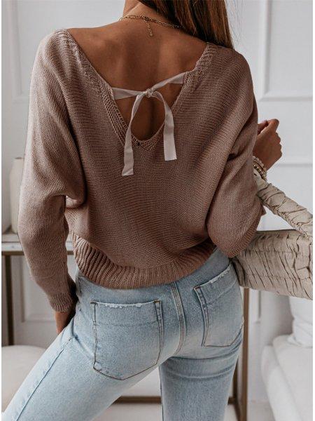 Sweterek z ozdobnym...