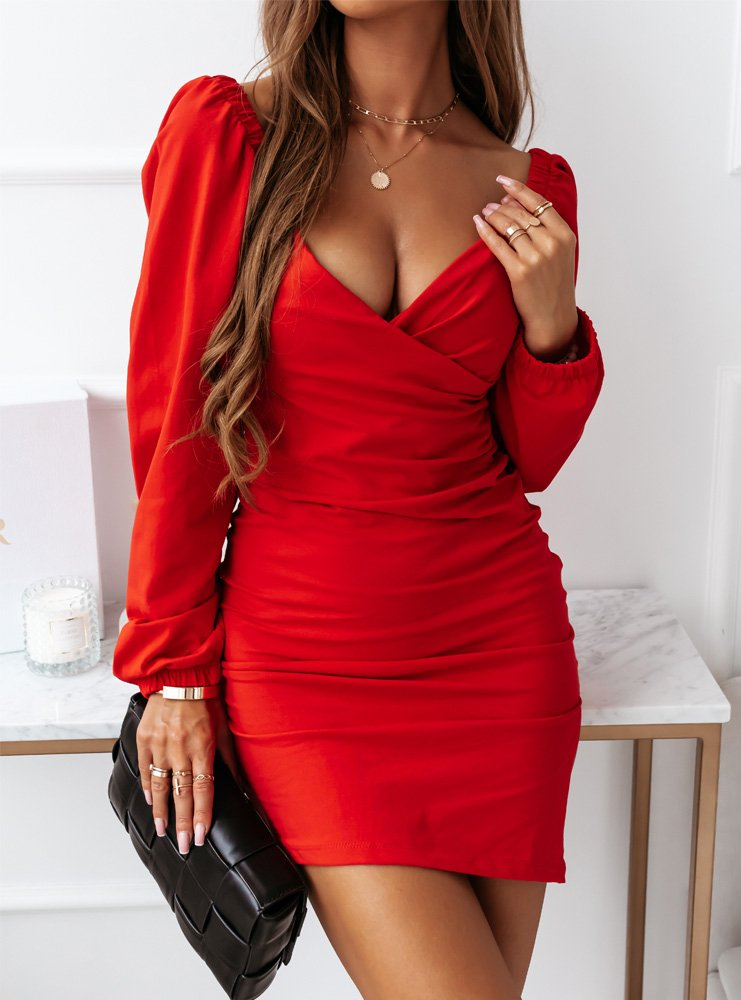 Malinowa sukienka z przekładanym...