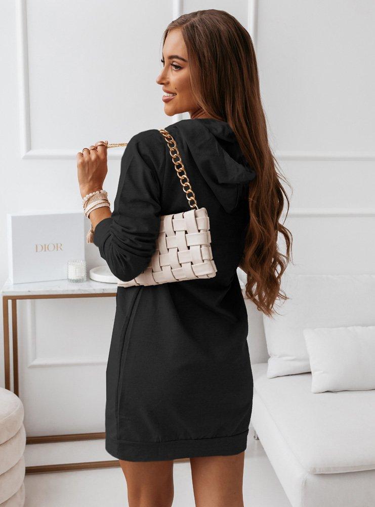 Czarna sportowa sukienka z modnym...