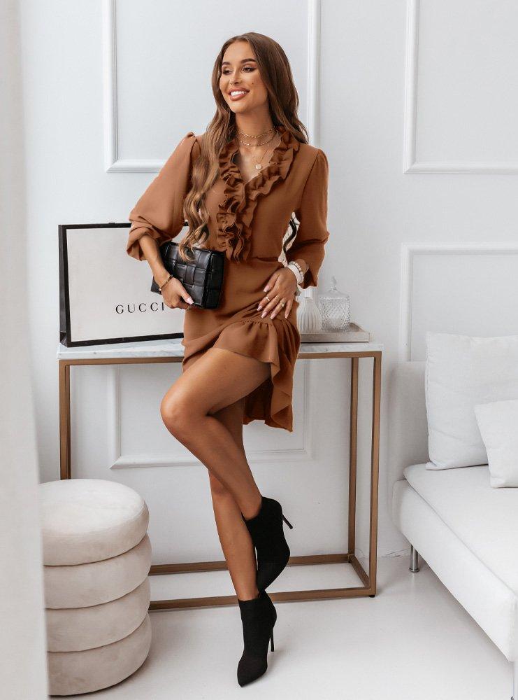 Karmelowa sukienka z falbankami Selzi