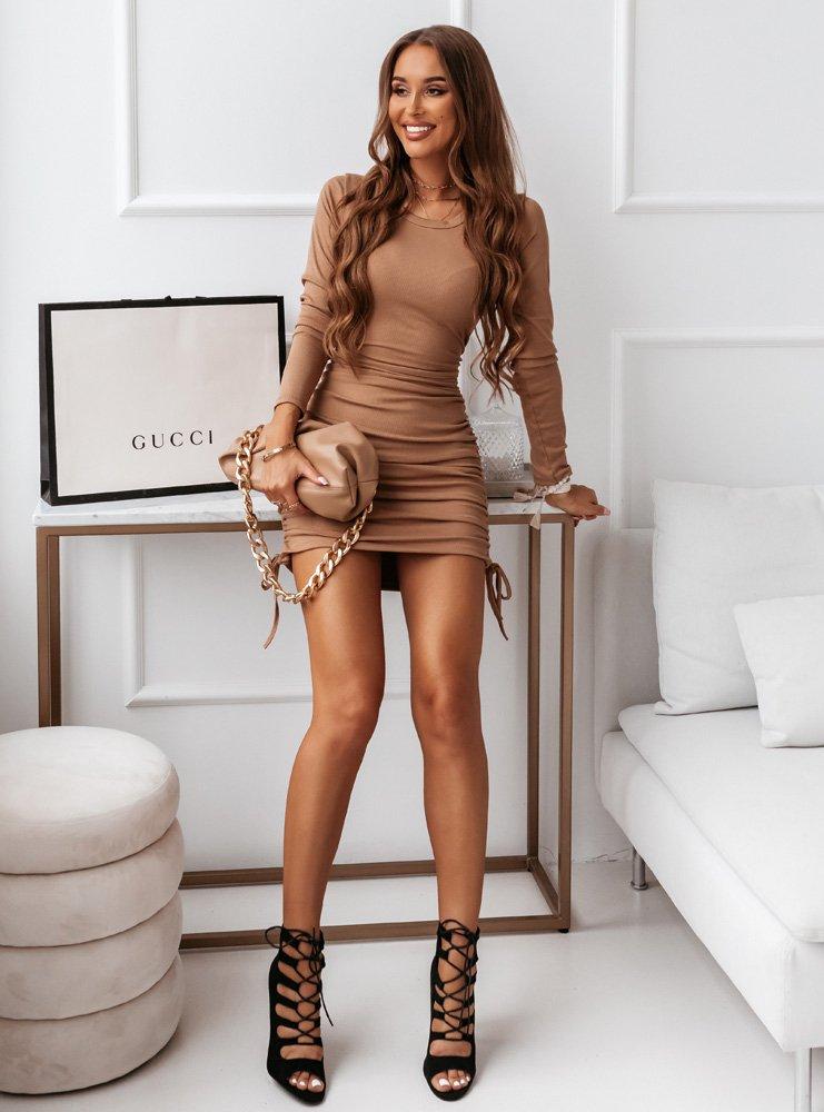 Karmelowa sukienka z wiązaniem na...