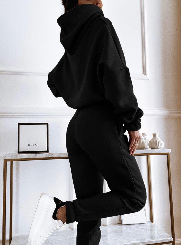 Czarny komplet dresowy z nadrukiem...