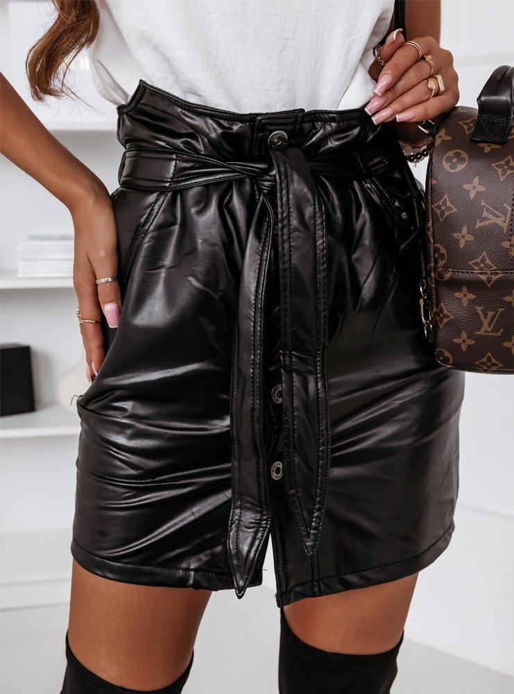 Czarna spódniczka z eko skóry...