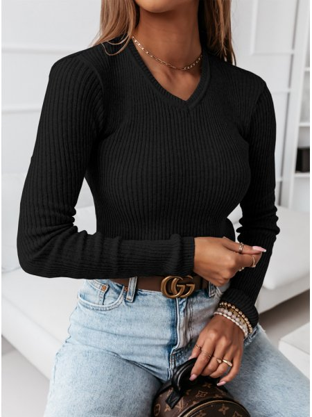 Czarny sweterek z dekoltem...
