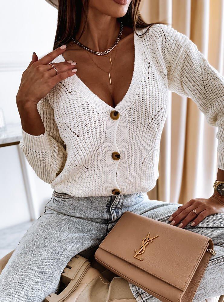 Biały sweter zapinany na guziki Haliee