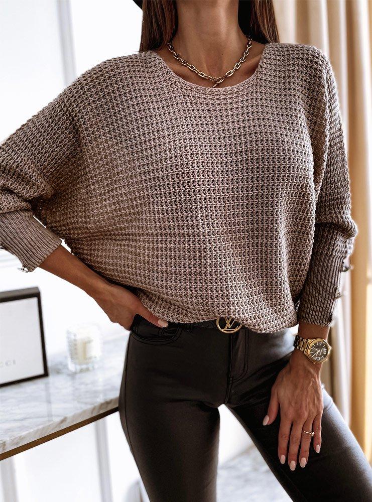Sweterek z ozdobnymi guziczkami na rękawach Wiolii - odcienie brązu