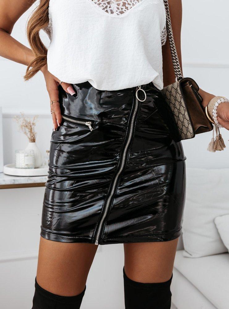 Czarna lateksowa spódniczka z zamkiem...