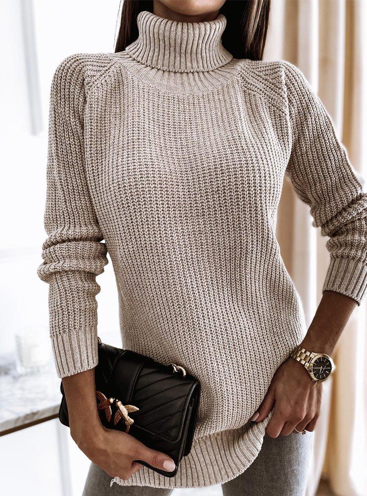 Beżowy sweter z golfem i rozcięciami...