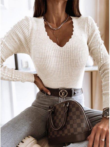 Sweter z ozdobnymi...