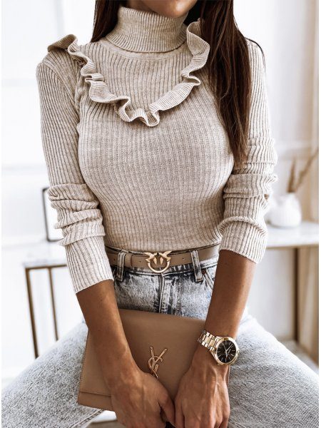 Beżowy prążkowany sweter z...