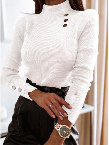 Biały sweter z golfem i...