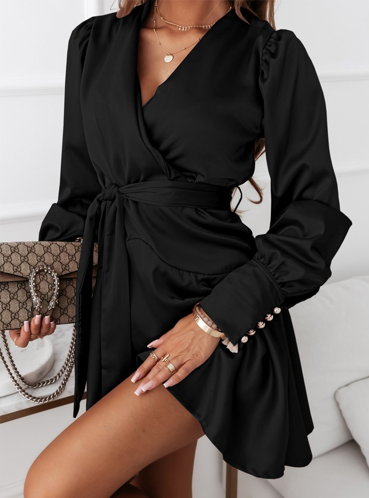 Czarna satynowa sukienka z paskiem Sessy