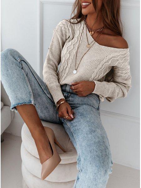 Beżowy sweter z ozdobnym...