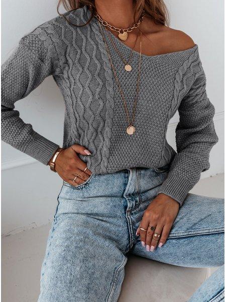 Szary sweter z ozdobnym...
