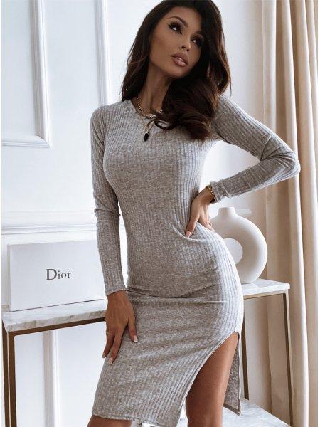 Prążkowana sukienka...