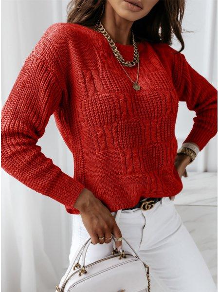 Malinowy sweter z ozdobnym...