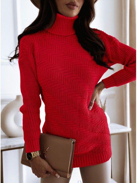 Malinowy sweterek z golfem...